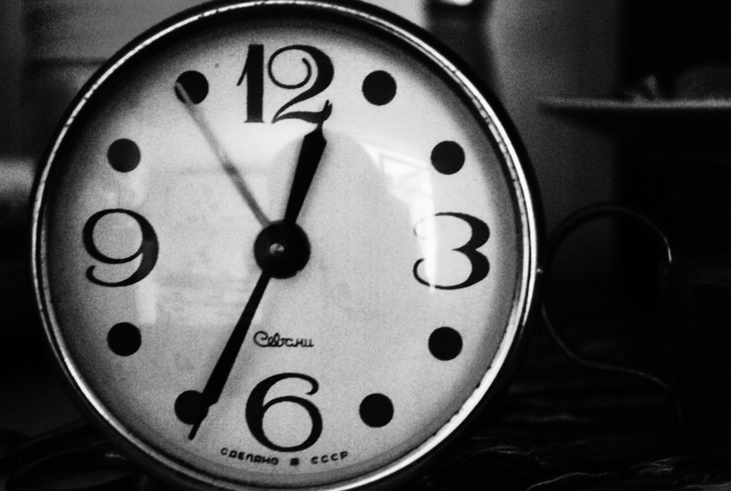 black-and-white-clock